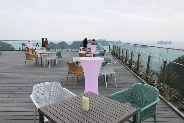 bar tại flamingo cát bà resort
